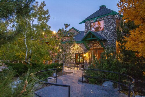 The Retreat on Charleston Peak official hotel website